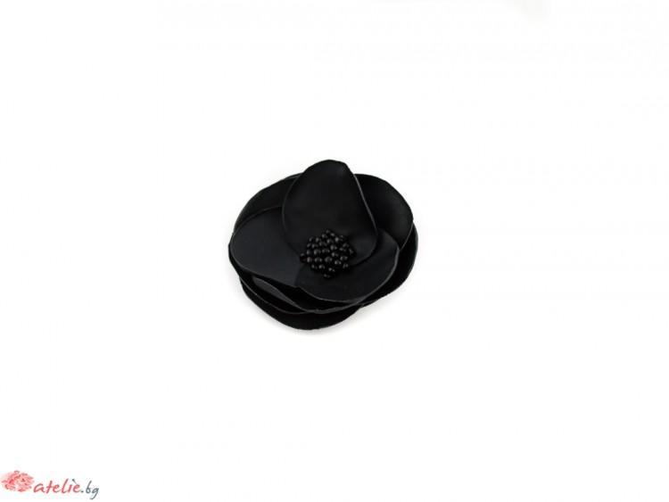 Чернa брошка/аксесоар за коса цвете.