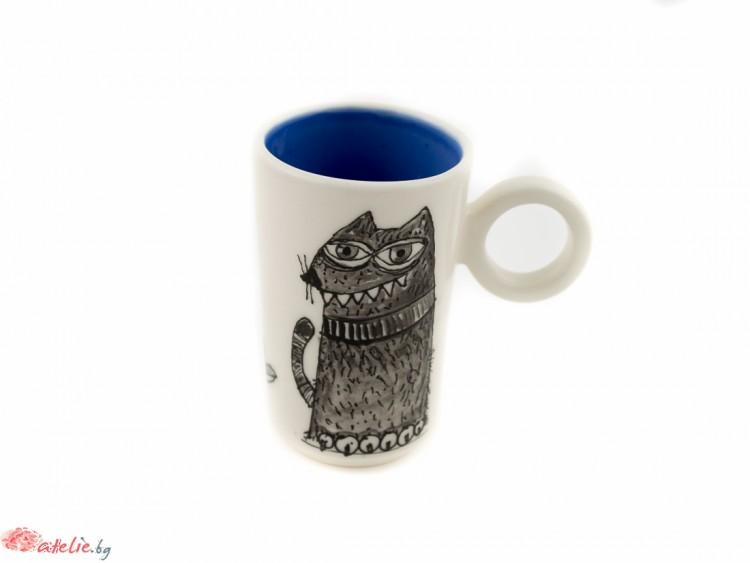 """Ръчно изработена порцеланова чаша """"Черна котка"""""""
