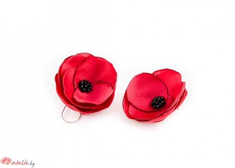 Червени обици цветя