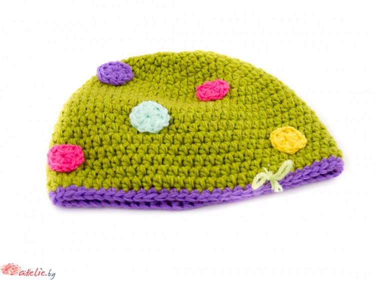 Ръчно изплетена зелена зимна шапка