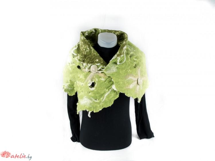 """Ръчно изработен зелен шал-плъсти """"Блато"""""""