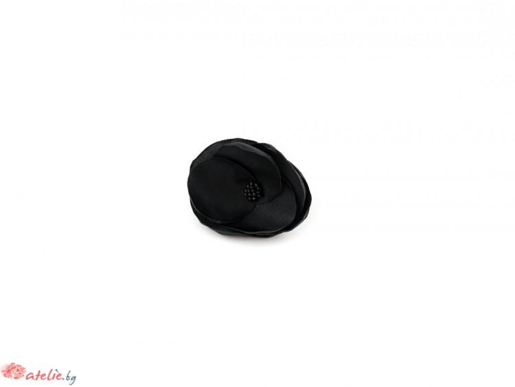 Черен пръстен цвете