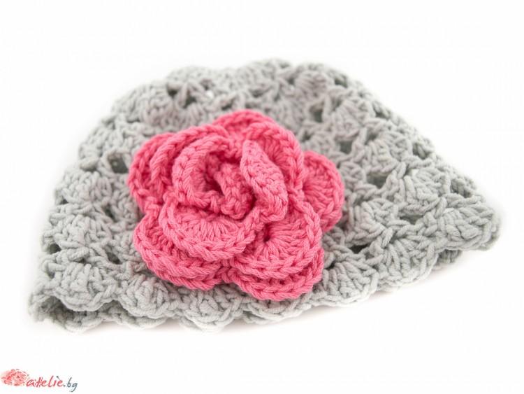 Ръчно изплетена  зимна бебешка шапка