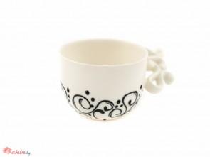 Порцеланова чаша в бяло с черен релеф