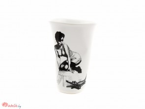 Смачкана порцеланова чаша PIN UP GIRL с крокодил