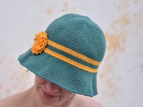 Ръчно изплетена зелена лятна шапка с периферия