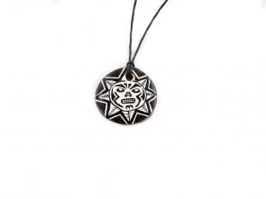 """Ръчно изработен медальон """"Черно и Бяло"""""""