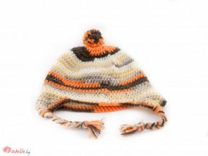 Ръчно изплетена пъстра зимна шапка